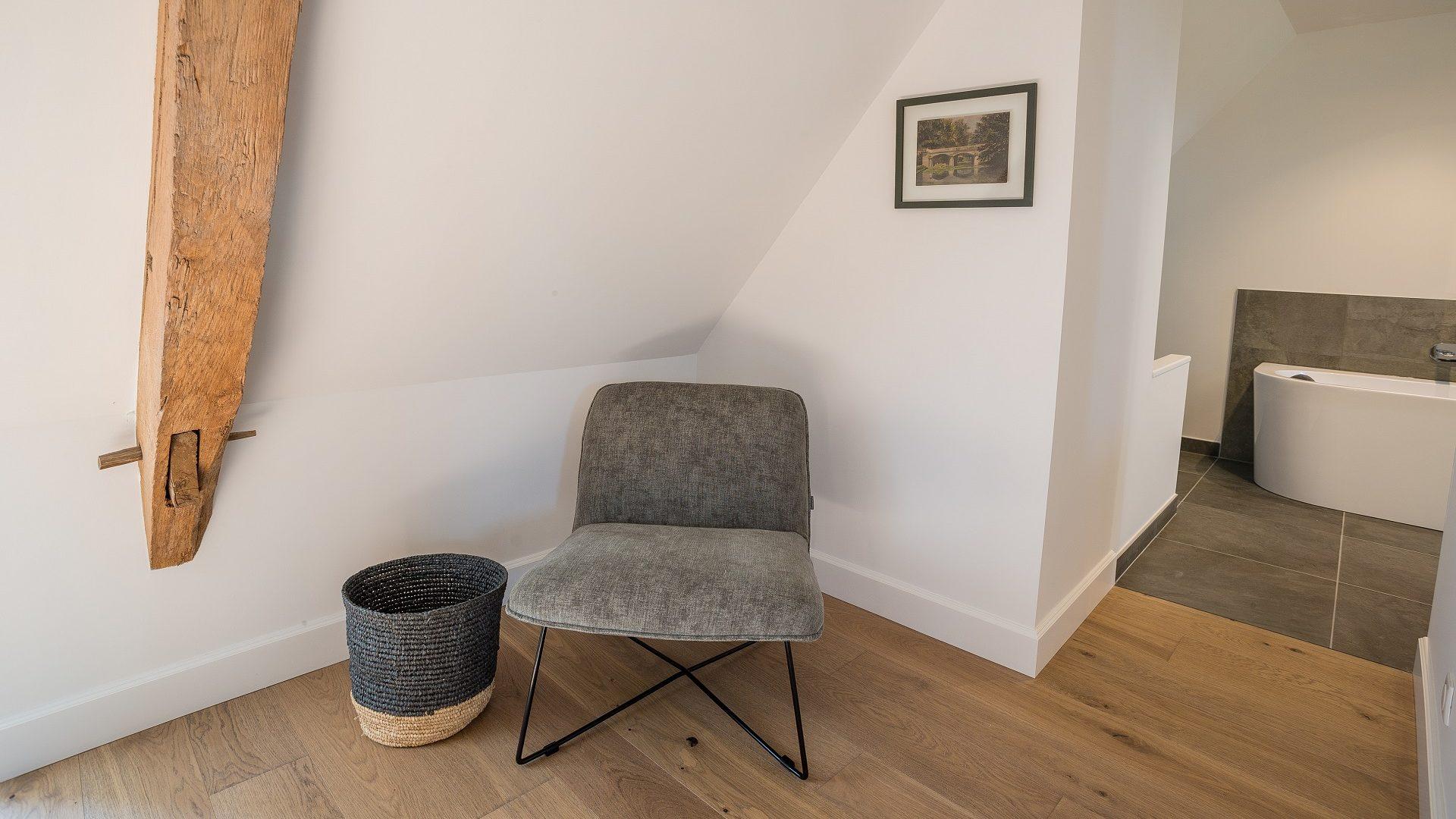 1093 - ch pierre de tuffeau  fauteuil IMGL1093
